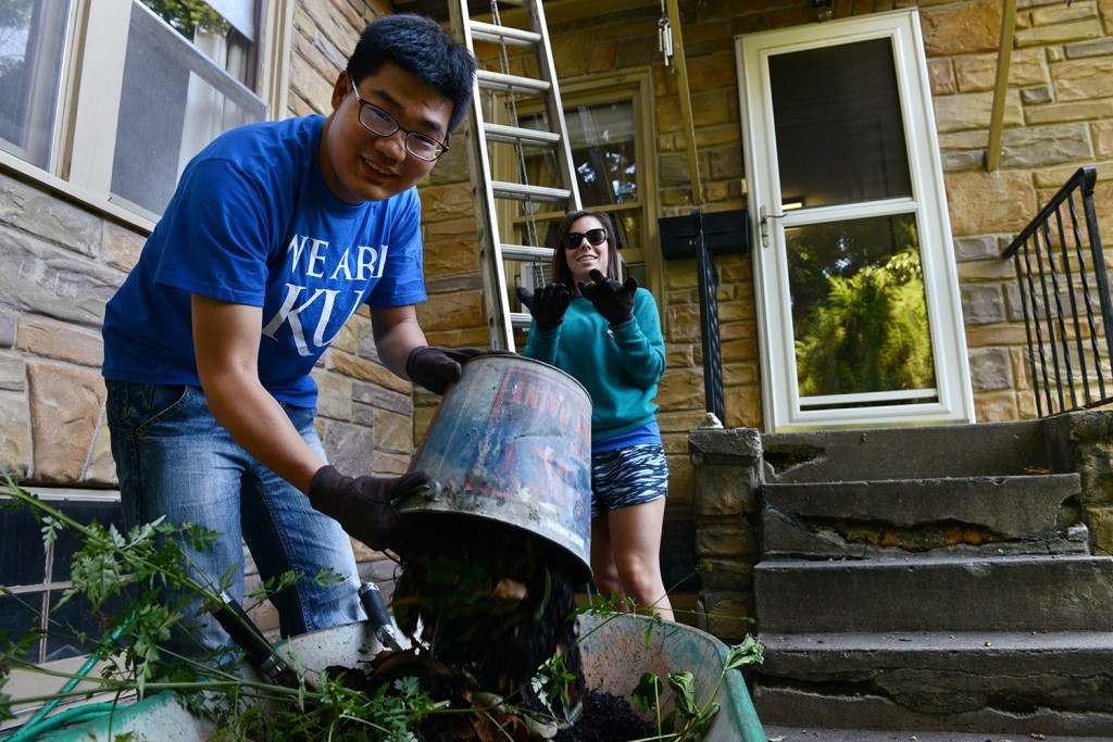 KU Medical Center students help with minor home repair