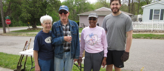 Volunteering with your neighborhood group creates lots of opportunities to meet your neighbors